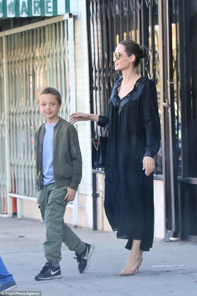 Knox, 10 tuổi càng lớn càng giống bố Brad Pitt