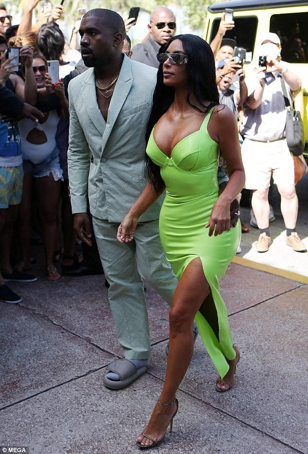 Kim Kardashian và Kanye West dự tiệc cưới của Rapper 2 Chainz và bạn gái Kesha Ward diễn ra ngày 18/8 vừa qua tại Miami, Mỹ