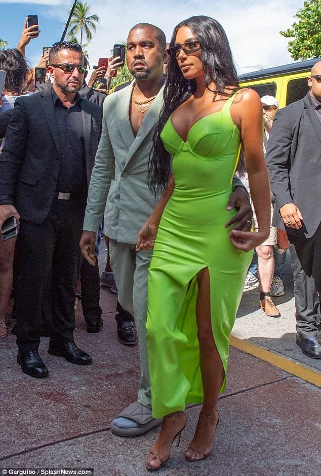 Thợ săn ảnh đeo bám vợ chồng Kim Kardashian