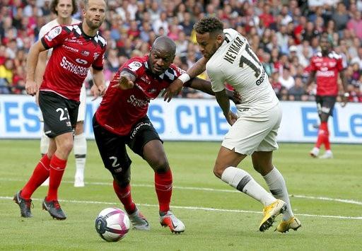 PSG thi đấu chật vật trước Guingamp
