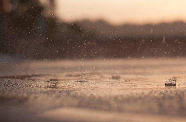 Muốn xem cầu vồng, hãy đợi dứt cơn mưa - 1