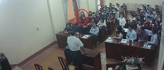 Buổi lấy phiếu tín nhiệm giới thiệu chức danh Hiệu trưởng Trường mầm non Bình Minh có nhiều bất thường đã được ghi hình và gửi kèm đơn tố cáo tới lãnh đạo huyện Bình Giang để xem xét xử lý cán bộ.