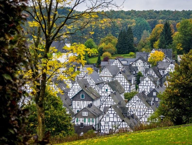 """Đến thị trấn """"trăm căn nhà giống nhau như một"""", hoa mắt nhìn mãi không ra - 4"""