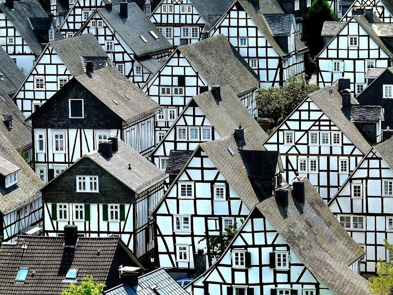 """Đến thị trấn """"trăm căn nhà giống nhau như một"""", hoa mắt nhìn mãi không ra - 2"""