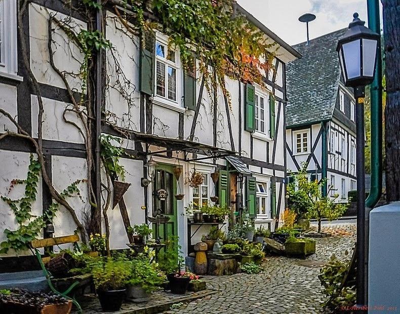"""Đến thị trấn """"trăm căn nhà giống nhau như một"""", hoa mắt nhìn mãi không ra - 5"""