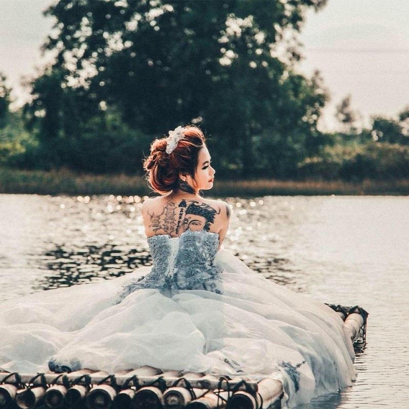 Cô gái xinh đẹp xăm kín người khoe ảnh váy cưới gây sốt mạng - 6
