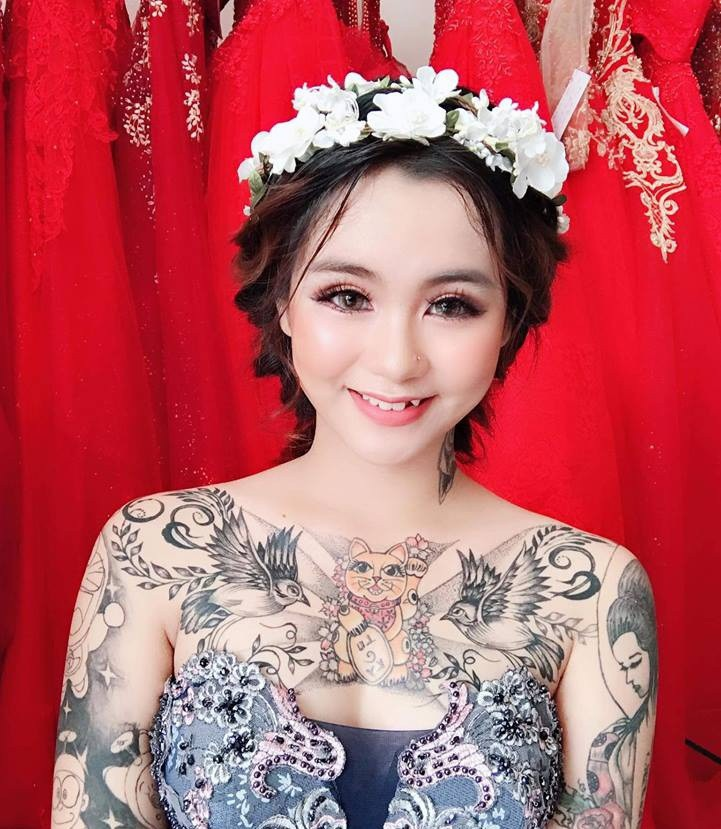 Cô gái xinh đẹp xăm kín người khoe ảnh váy cưới gây sốt mạng - 3