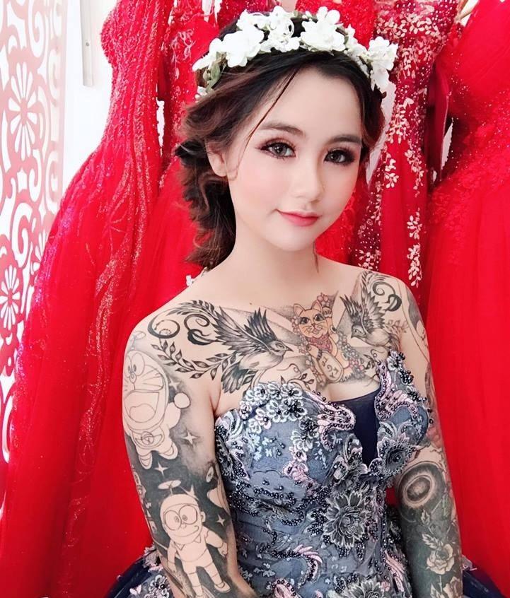 Cô gái xinh đẹp xăm kín người khoe ảnh váy cưới gây sốt mạng - 2