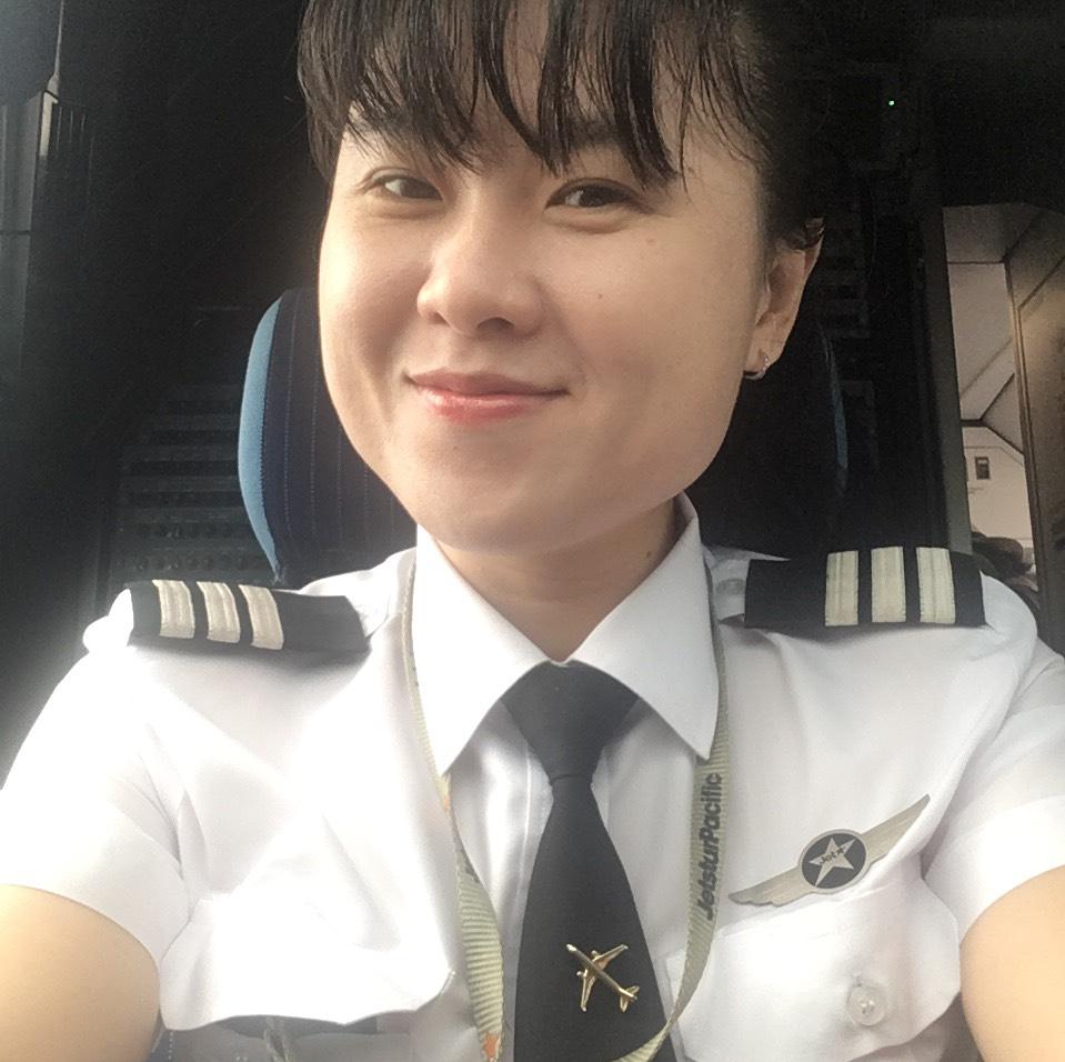 Nữ cơ trưởng Lê Thị Bích Hồng
