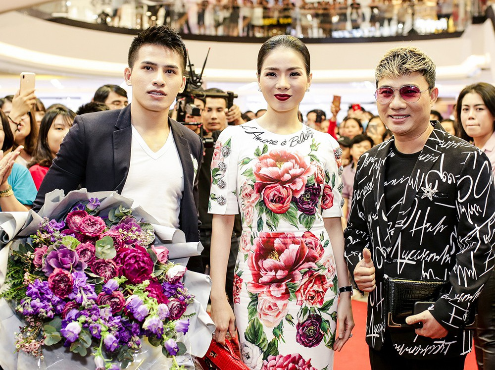 Lệ Quyên cũng có mặt tại chương trình cùng ca sĩ Quang Linh và Quốc Thiên