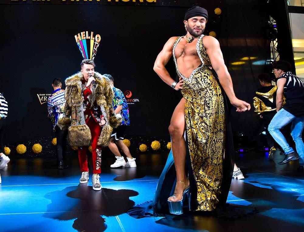 Sinon Loresca xuất hiện trên sân khấu cùng Đàm Vĩnh Hưng