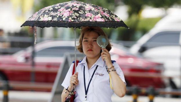 Nắng nóng kỷ lục gây ảnh hưởng tới cuộc sống của nhiều người Hàn Quốc (Ảnh: EPA)