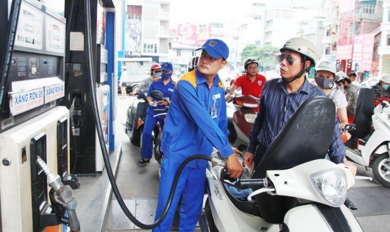 Giá xăng dầu liên tục tăng trong những tháng đầu năm nay.