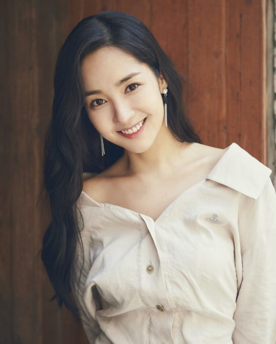 Nữ diễn viên xinh đẹp thú nhận, cô khá mệt mỏi vì tin đồn tình cảm với Park Seo Joon.