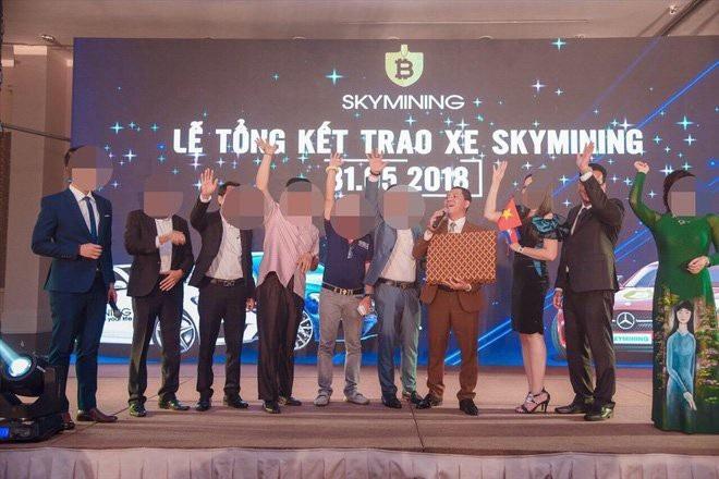 """.Để lấy niềm tin của nhà đầu tư, Sky Mining """"trao tặng"""" những xế sang và phần thưởng giá trị cho nhà đầu tư VIP"""