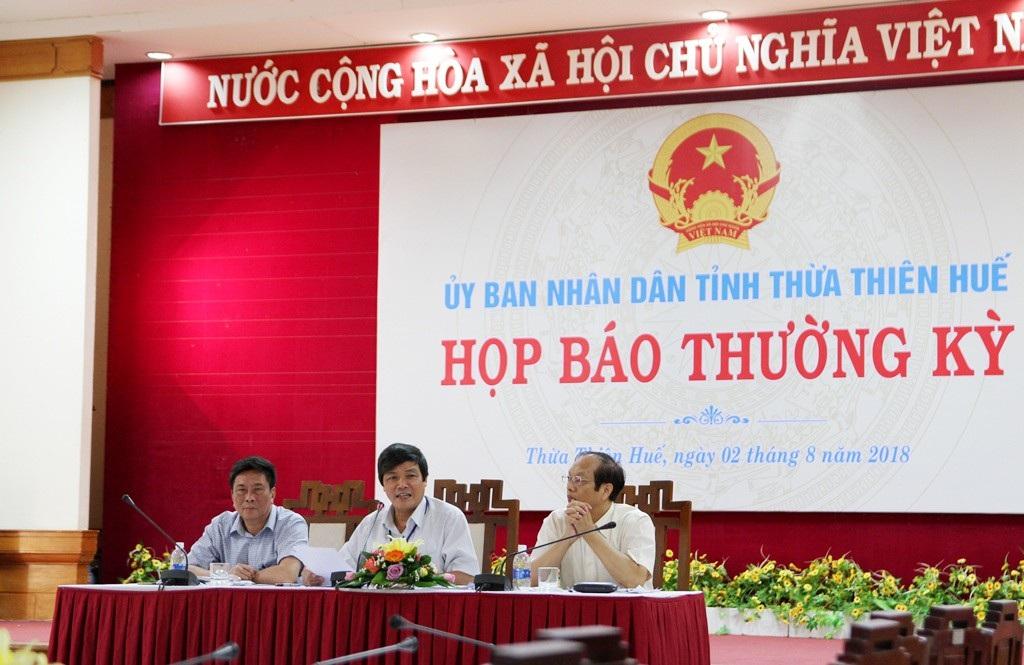 Tại buổi Họp báo thường kỳ UBND tỉnh Thừa Thiên Huế, PV Dân trí đã đặt câu hỏi cung cấp Báo cáo công tác rà soát, đánh giá công tác tổ chức kỳ thi THPT quốc gia năm 2018
