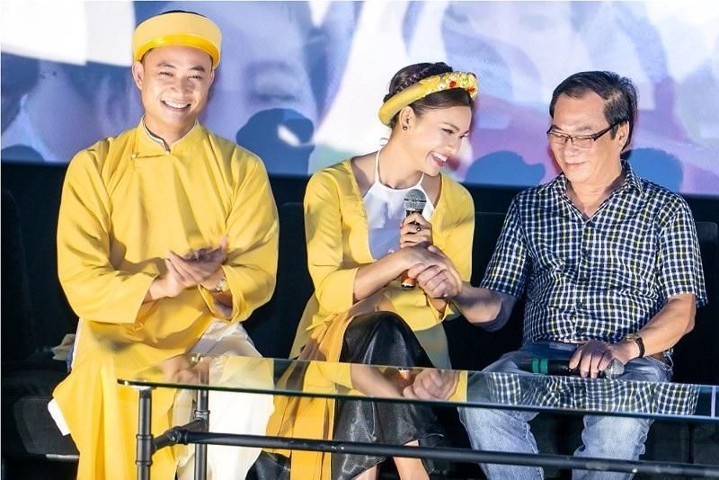 Đạo diễn Khải Hưng từng nhận xét Tiến Lộc cách đây 20 năm trông khá bê đê nhưng giờ đây rất nam tính còn Phạm Phương Thảo luôn ấn tượng với vẻ ngoài của Tiến Lộc.