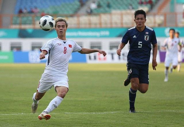 Văn Toàn gây ấn tượng trong trận đấu với Olympic Nhật Bản