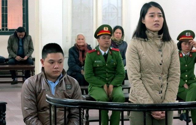 Bồ Thị Kim Thoa và Vũ Ngọc Hoàng tại phiên xử sơ thẩm ngày 12/12/2017.