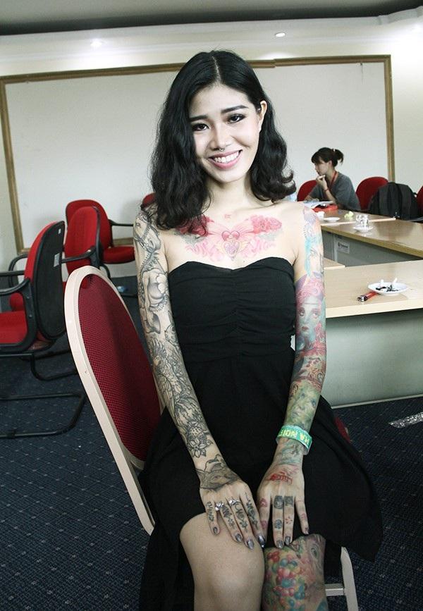 Đây là hình ảnh Minh Thái làm người mẫu cho studio của mình trong Đại hội xăm quốc tế tại Hà Nội năm 2016.