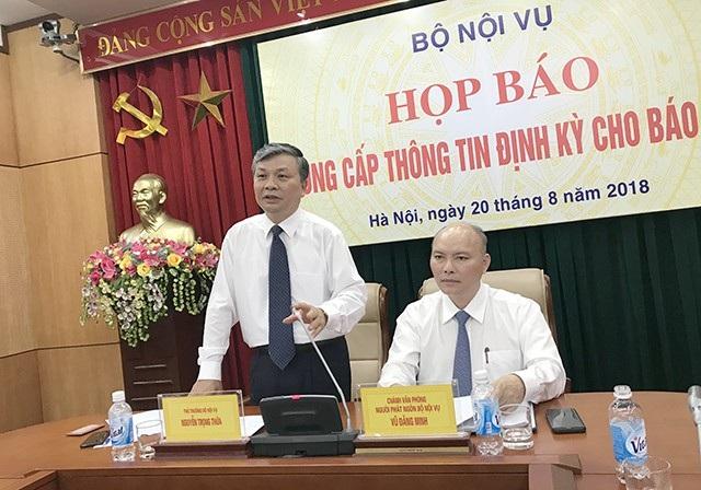 Thứ trưởng Bộ Nội vụ Nguyễn Trọng Thừa cho rằng có nhiều thạc sĩ giấy, tiến sĩ giấy