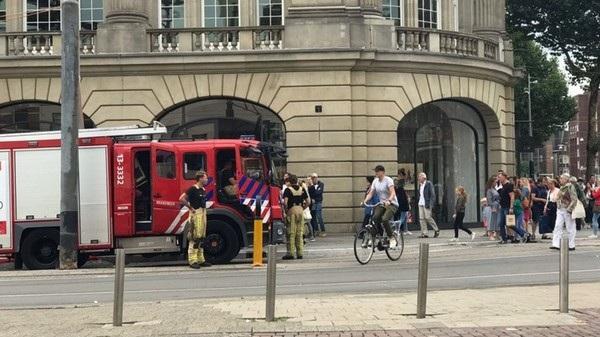 Lực lượng cứu hỏa được gọi đến hiện trường khi pin trên iPad phát nổ