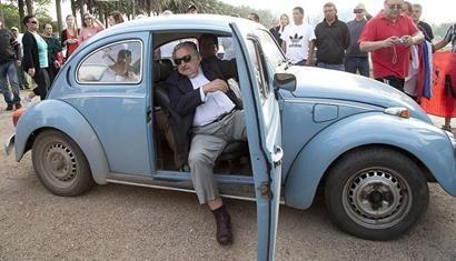 """Chiếc xe """"con bọ"""" đã cũ này là tài sản giá trị nhất của ông José Mujica"""