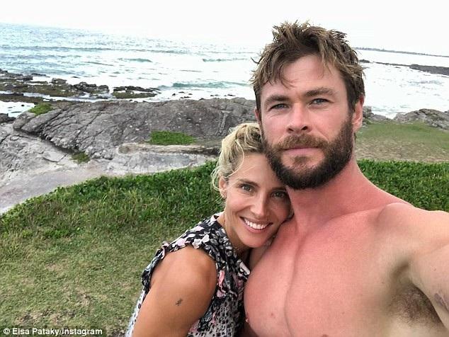 Chris Hemworth bên vợ
