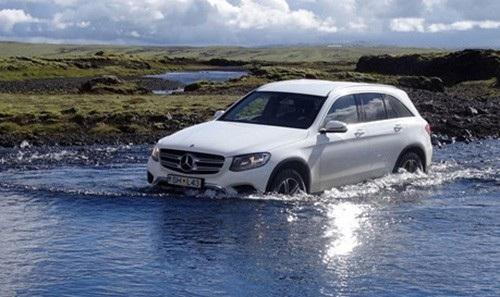 30 cm là mức nước tối đa mà GLC có thể chịu được, theo cảnh báo của Meredes-Benz.