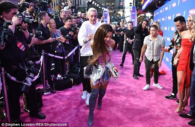 Ariana Grande quyến rũ sánh đôi cùng bạn trai - 8