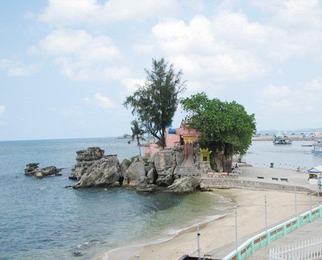 ... và tỉnh Kiên Giang có biển, đảo (trong ảnh là Dinh Cậu ở Phú Quốc) được cho là những tỉnh có nhiều điểm du lịch đặc thù riêng ở khu vực ĐBSCL.