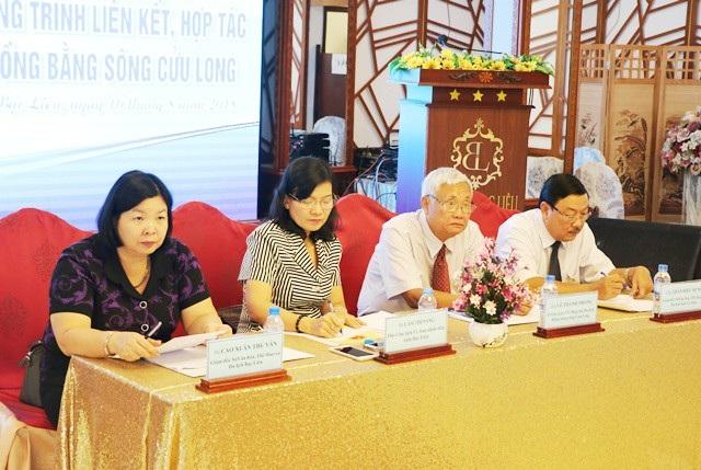 Ông Trần Hiếu Hùng- Giám đốc Sở VH-TT&DL tỉnh Cà Mau, Cụm trưởng Cụm du lịch phía Tây ĐBSCL (ngoài cùng bên phải) đề nghị cần tổ chức Diễn đàn thu hút đầu tư riêng cho ngành du lịch.