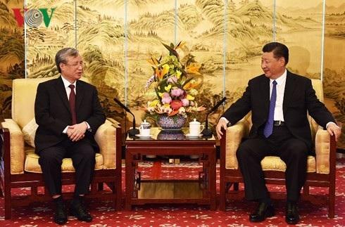 Tổng Bí thư, Chủ tịch nước Trung Quốc Tập Cận Bình tiếp đồng chí Trần Quốc Vượng, Ủy viên Bộ Chính trị, Thường trực Ban Bí thư.
