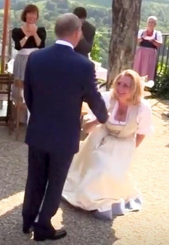 Ngoại trưởng Áo Karin Kneissl và bạn nhảy Tổng thống Nga Vladimir Putin (Ảnh: Reuters)