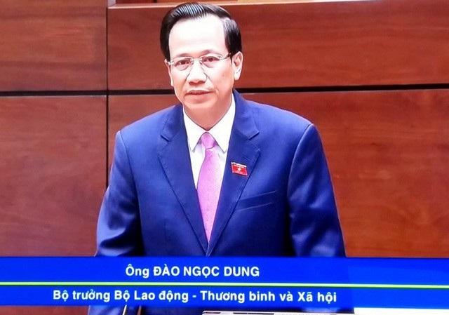 Bộ trưởng Đào Ngọc Dung trả lời chất vấn trước Quốc hội.