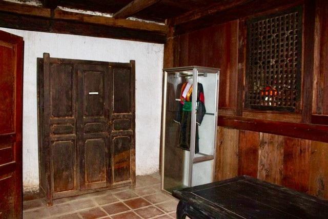 Một số đồ đạc vẫn được lưu giữ cẩn thận trong dinh thự của Vua Mèo (Ảnh: Hoàng Ngọc)