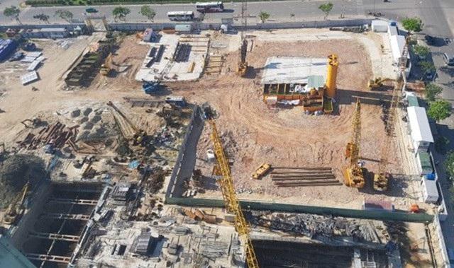 Công trình dự án Đà Nẵng Time Square do Công ty CP Kim Long Nam làm chủ đầu tư tự ý đấu nối 4 ống xả thải vào hệ thống chung của TP Đà Nẵng