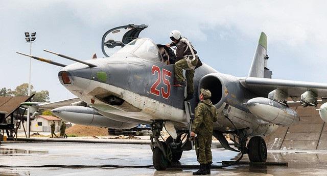 Các phi công Nga chuẩn bị cất cánh máy bay chiến đấu tại căn cứ Hmeymim ở Syria (Ảnh: Sputnik)