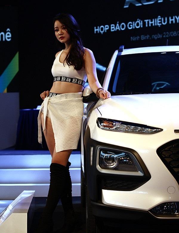 Hyundai Kona đưa đèn pha xuống dưới vị trí truyền thống, như cách KIA Sportage và Nissan Juke đã làm.