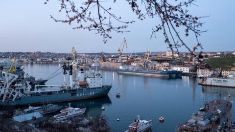 Một cảng biển ở Sevastopol, Crimea