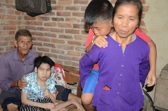 Gia đình bà Dương Thị Vọng, ở thôn Quế Sơn, xã Thái Sơn, huyện Hiệp Hòa, tỉnh Bắc Giang có hoàn cảnh vô cùng éo le.