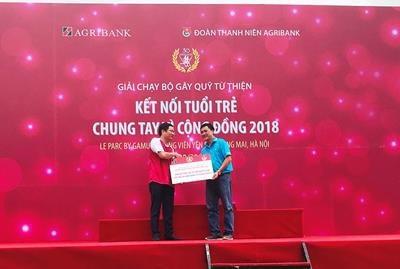 Agribank trao toàn bộ số tiền quyên góp cho các trẻ em có hoàn cảnh khó khăn tại bệnh viện K3, Tân Triều.