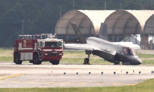 Máy bay F-35 cắm mũi xuống đường băng (Ảnh: Northwest Florida Daily News )