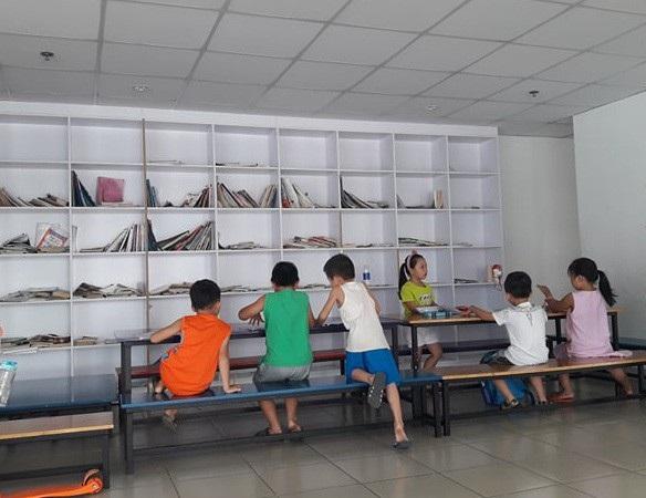 Nhiều phụ huynh cho con học chữ từ rất sớm. Trong ảnh: Một lớp học chữ trước khi vào lớp 1 ở TPHCM.