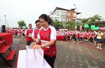 Ban lãnh đạo và các cán bộ Agribank tham gia ủng hộ cho các trẻ em có hoàn cảnh khó khăn tại Bệnh viện K3, Tân Triều