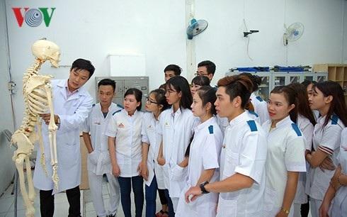 Sinh viên Trường Cao đẳng Đại Việt Sài Gòn trong giờ thực hành.