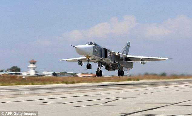 Máy bay Su-24 của Nga cất cánh từ căn cứ không quân Hmeimim tại Syria (Ảnh: AFP)