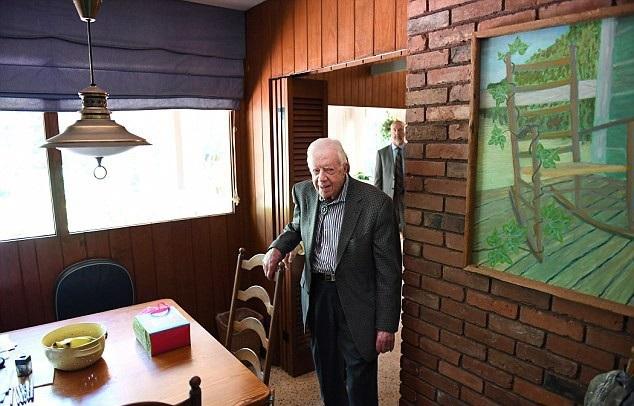 Cựu Tổng thống Carter trong căn nhà giản dị 2 phòng ngủ. (Ảnh: Washington Post)