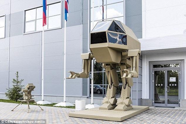 Robot chiến đấu hai chân do Nga chế tạo (Ảnh: CEN)