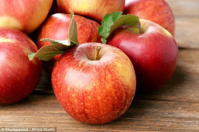 Hóa ra là việc gọt vỏ táo rồi cắt miếng để ăn không tốt bằng ăn nguyên cả quả táo.